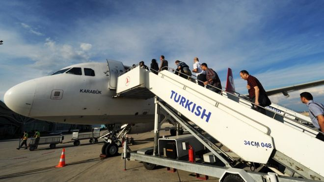 Migrant crisis: EU Commission 'to back' Turkey visa deal